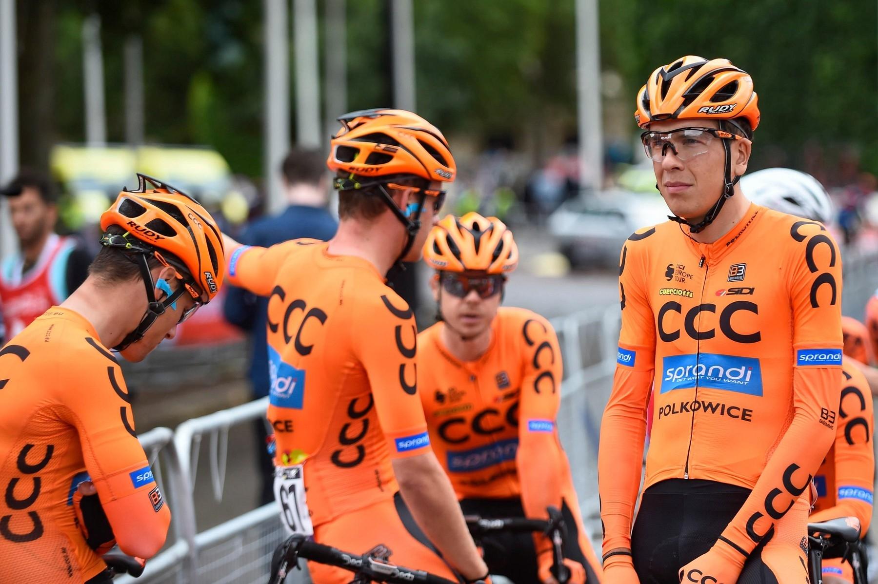 Michal Schlegel (vpravo) v dresu polské stáje CCC, s kterou absolvoval italské Giro. Foto: Profimedia (2x)