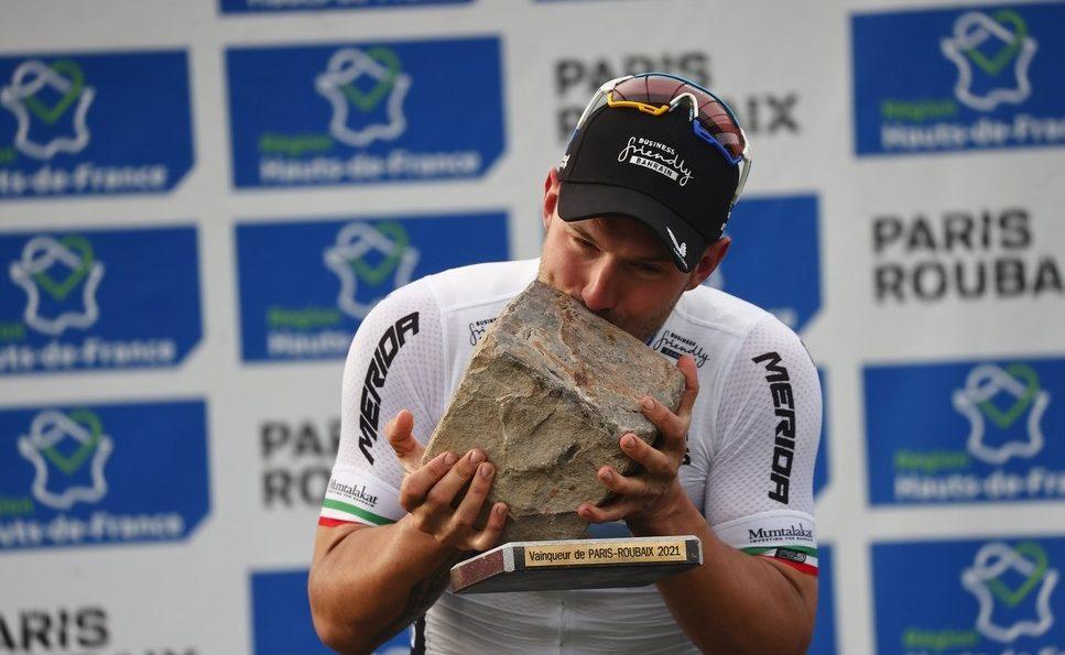 Sonny Colbrelli, vítěz Paříž Roubaix 2021, a nejvzácnější dlažební kostka světa!