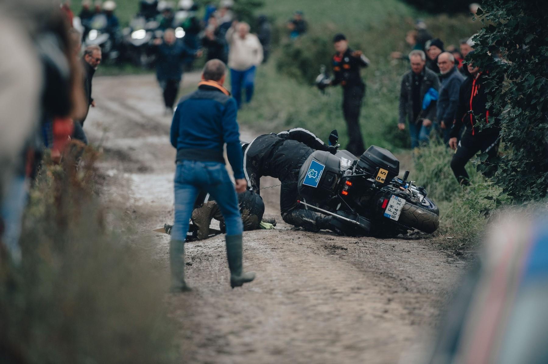 Paříž-Roubaix 2021 bylo zkouškou dovedností nejen pro cyklisty...