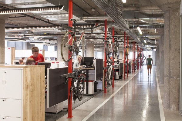 The company obviously understands the importance of keeping your ride in a good shape. The Employees have access to a common area that includes bike storage, a tire-filling and bike cleaning area, a common bench with all the tools that the conscientious cyclist might require, in addition to locker rooms, and showers.