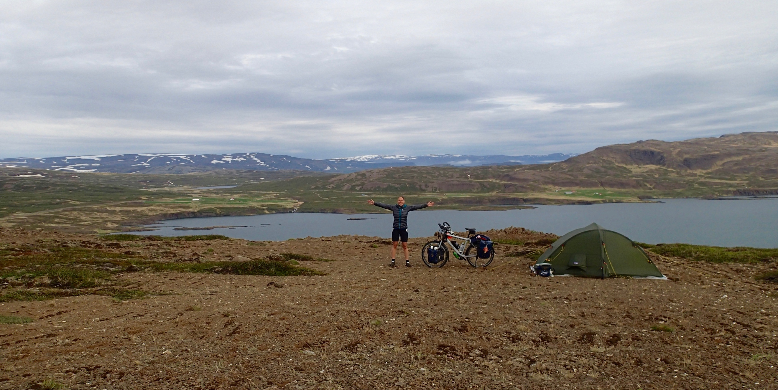As for camping, Iceland is paradise! Everywhere you can pitch your tent and the drinking- and cooking water you can tap right from the many waterfalls and streams. Nobody would even think to interfere with your settlement.