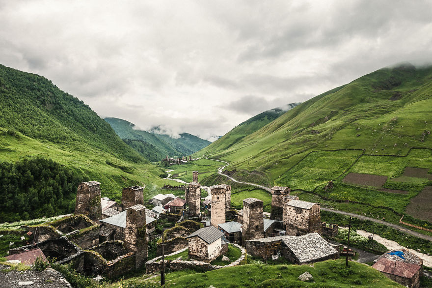 couple-sharing-stunning-photographs-from-their-mountain-bike-adventure-in-the-georgian-caucasus11__880