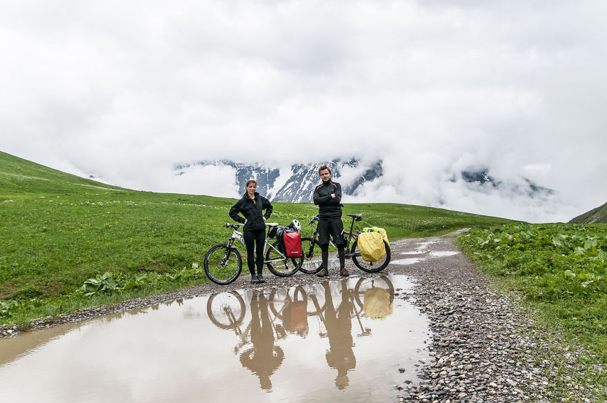 couple-sharing-stunning-photographs-from-their-mountain-bike-adventure-in-the-georgian-caucasus1__880