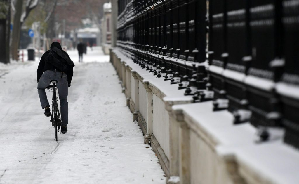 Urban cycling in winter