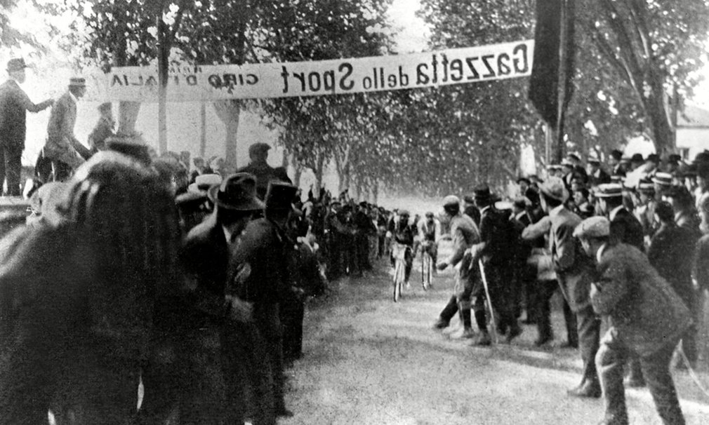 Rossignoli takes the sprint stage in Naples during the inaugural race.