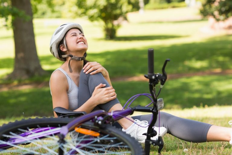 There are two most common ways to cure minor injuries that don't need professional medical treatment. People usually decide between ice and heat.