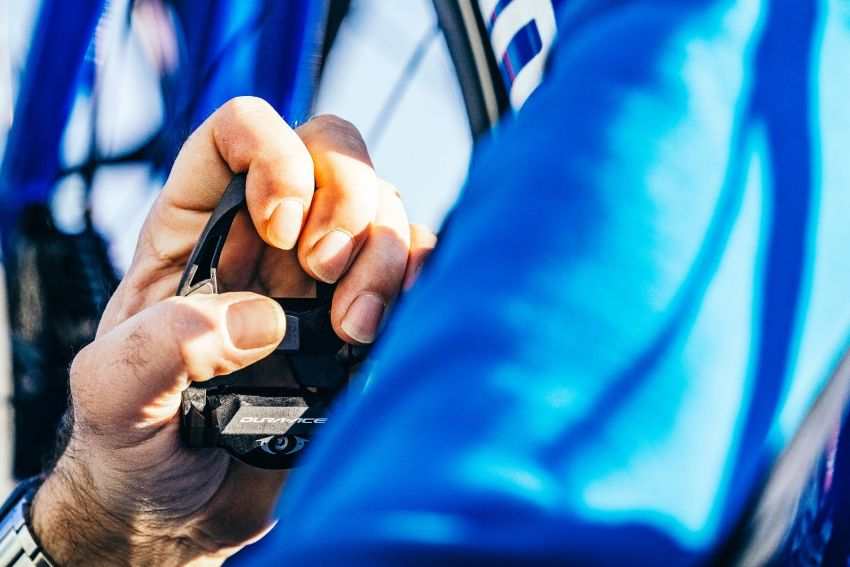 If the team cars are unable to intervene quickly enough or at all for any reason, the stranded cyclist can still count on the Shimano neutral fleet.