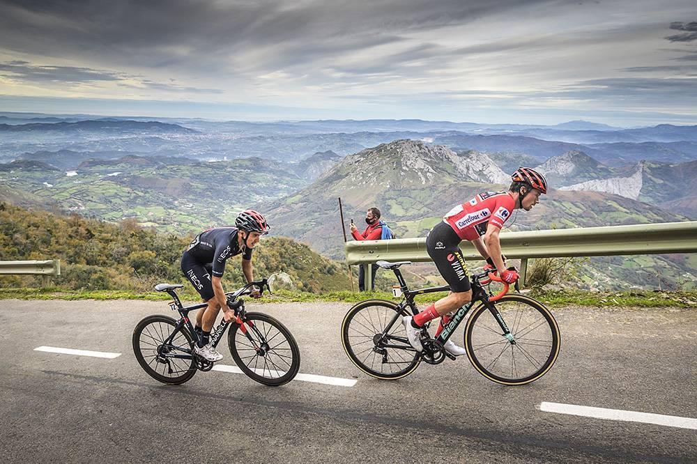 Carapaz y Roglic en La Vuelta 2020. Foto La Vuelta